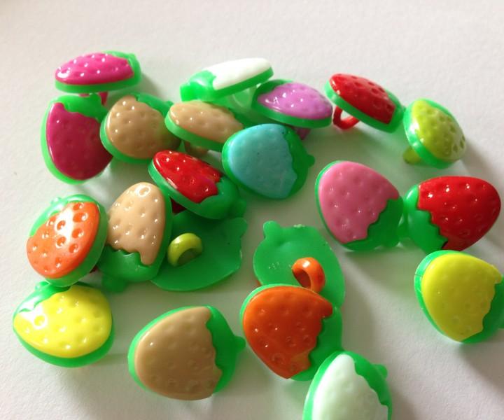 Knopf Erdbeere